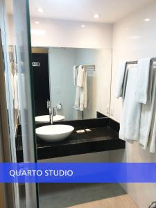 A bathroom at GET Apart Hotel - Garvey