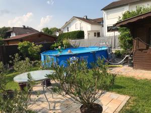Der Swimmingpool an oder in der Nähe von Ferienwohnung bei Ingrid