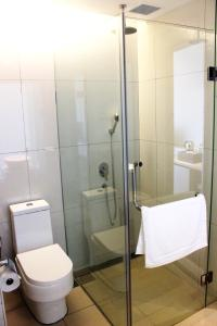A bathroom at Jinhold Hotel & Serviced Apartment