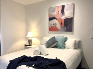 A bed or beds in a room at StayCentral - Collingwood Converted Silos
