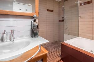 A bathroom at Sanctuary Palms