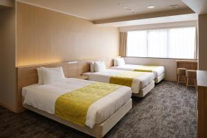 A bed or beds in a room at Hotel Hokke Club Kyoto