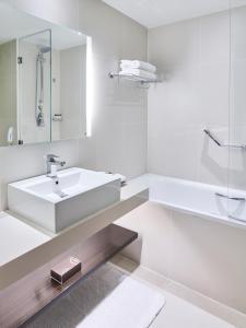 حمام في بولمان دبي كريك سيتي سنتر