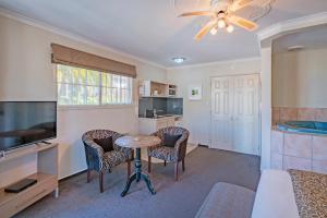 A seating area at Silver Fern Rotorua - Accommodation & Spa