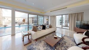 Гостиная зона в Meliá Desert Palm Dubai
