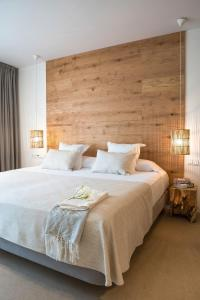 A bed or beds in a room at Can Jaume Private Villas by Ocean Drive