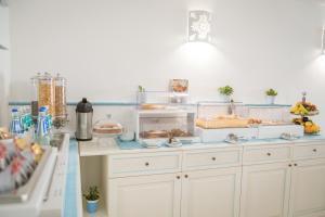 A kitchen or kitchenette at Hotel Regina Simius