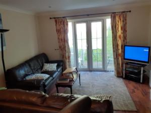A seating area at Double Room in Honiton House