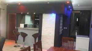 A kitchen or kitchenette at Ossanzaia Bilene Lodge