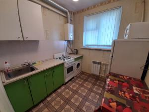 Кухня или мини-кухня в Apartment Zhirnovskaya 13