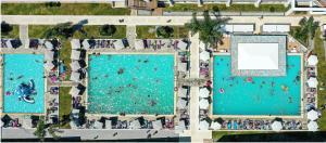 Majoituspaikan Dodeca Sea Resort uima-allas tai lähistöllä sijaitseva uima-allas