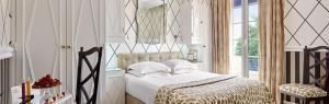 A bed or beds in a room at Hôtel Belles Rives
