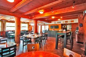 Ein Restaurant oder anderes Speiselokal in der Unterkunft Gasthaus zur Waldegg; BW Signature Collection