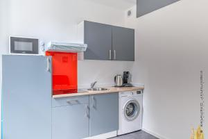 A kitchen or kitchenette at Home Saint Charles