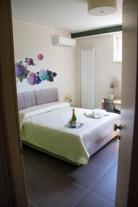 A bed or beds in a room at PORTA EST B&B