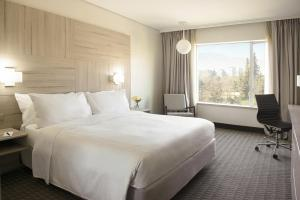A bed or beds in a room at Pullman Santiago Vitacura (Ex Atton)