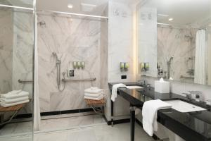 A bathroom at Staypineapple, An Elegant Hotel, Union Square