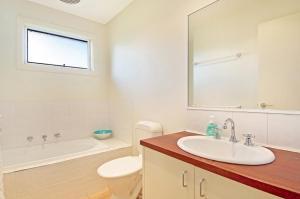 A bathroom at Jarrabinda