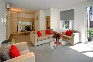 A seating area at Plum Serviced Apartments North Melbourne