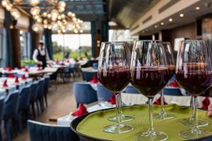 Um restaurante ou outro lugar para comer em Dreamland Golf Hotel Baku