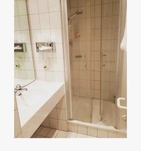 Ein Badezimmer in der Unterkunft Parkhotel Schotten