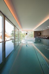 The swimming pool at or near Minglers Sportalm - Das Gourmet- und Genießerhotel