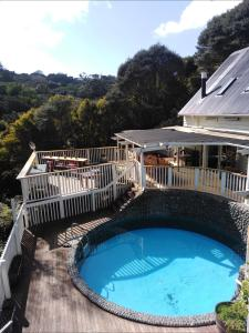 The swimming pool at or near Hekerua Lodge Backpackers