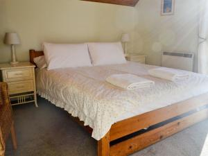 A bed or beds in a room at Vezelay 56
