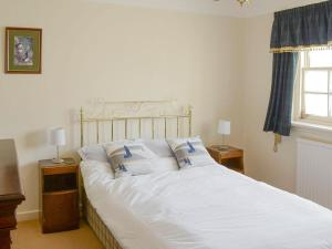 A bed or beds in a room at Principal Lighthouse Keeper's Cottage
