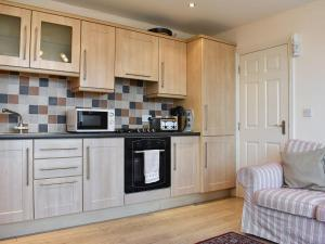 A kitchen or kitchenette at Pinecliffe Avenue