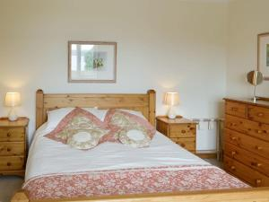 A bed or beds in a room at Cuillin View