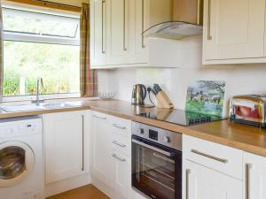 A kitchen or kitchenette at Cuillin View