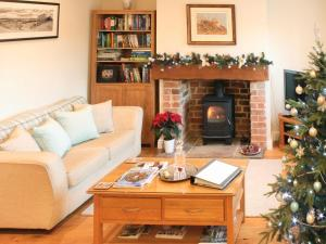 A seating area at Pond View Cottage