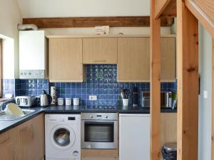 A kitchen or kitchenette at Blue Charm