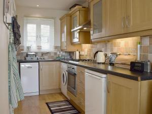 A kitchen or kitchenette at Admiral'S View