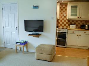 A television and/or entertainment centre at Sand Martin