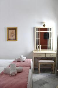 A bed or beds in a room at Hara Studios and Apartments