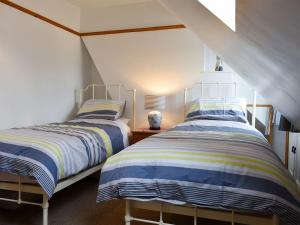 A bed or beds in a room at Waverley