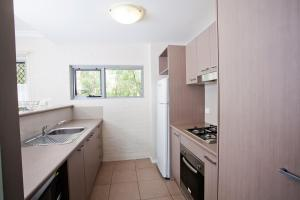 A kitchen or kitchenette at Bluegum Apartments Newcastle