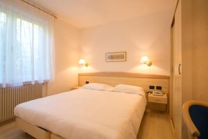 A bed or beds in a room at Hotel Da Remo