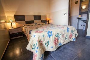 Een bed of bedden in een kamer bij Porta do Vento