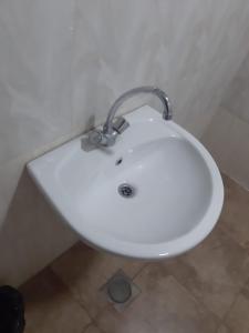 A bathroom at Aqaba Roza