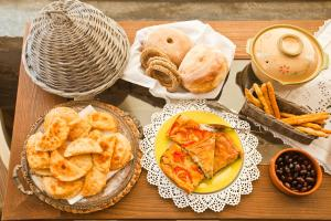 Breakfast options available to guests at Miland Suites