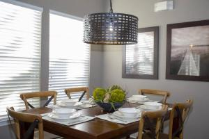 A restaurant or other place to eat at 2956 Lucaya Village - Gorgeous Four Bed Condo Close to Disney Area