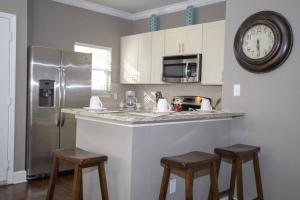 A kitchen or kitchenette at 2956 Lucaya Village - Gorgeous Four Bed Condo Close to Disney Area