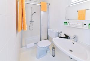 A bathroom at Terrassenhotel Reichmann