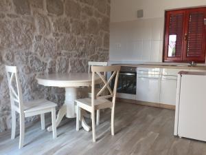 A kitchen or kitchenette at Villa Marija