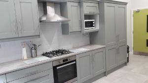 A kitchen or kitchenette at The Benwiskin Centre