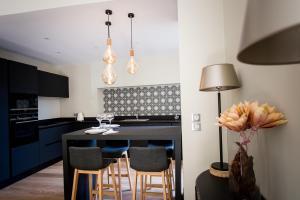 A kitchen or kitchenette at La Suite d'Elisabeth
