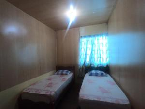 A bed or beds in a room at Mabul Backpackers